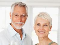Saiba como afastar problemas bucais depois dos 60 anos